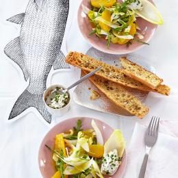 Chicoréesalat mit Frischkäse und Fenchelbaguette