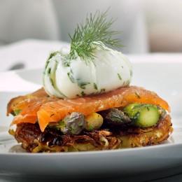 Kartoffelküchlein mit Lachs und Ei