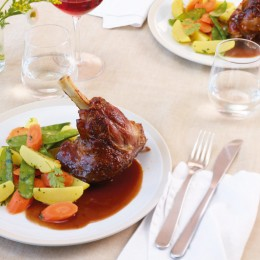 Lammstelzen mit Rotweinsauce