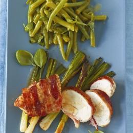 Speck-Hähnchen mit Bohnensalat