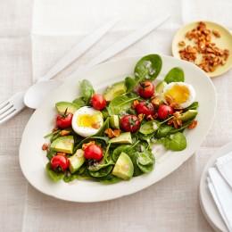 Spinatsalat mit Avocado und Ei