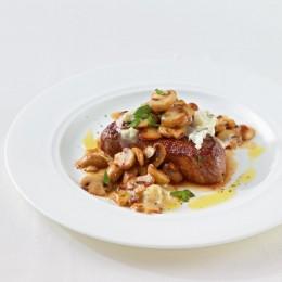 Steak mit Gorgonzola und Pilzen