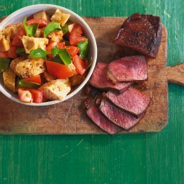 Steak mit Tomaten-Brot-Salat
