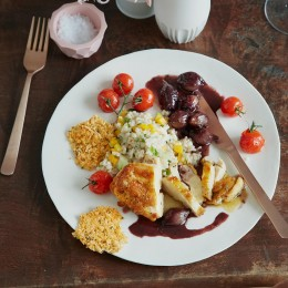 Maispoularde mit Graupen-Risotto und Rotweinzwiebeln