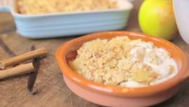 Rezept für Apple Crumble mit Vanillesauce