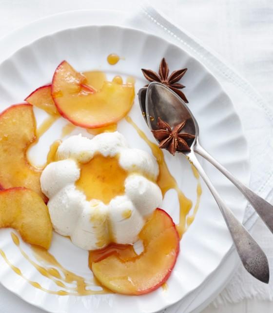 Apfel-Buttermilch-Mousse mit glasierten Äpfeln