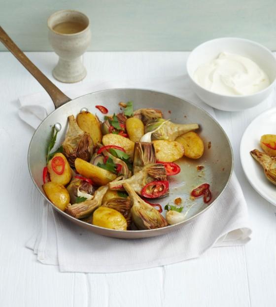Artischocken-Kartoffel-Pfanne mit Zitronen-Schmand
