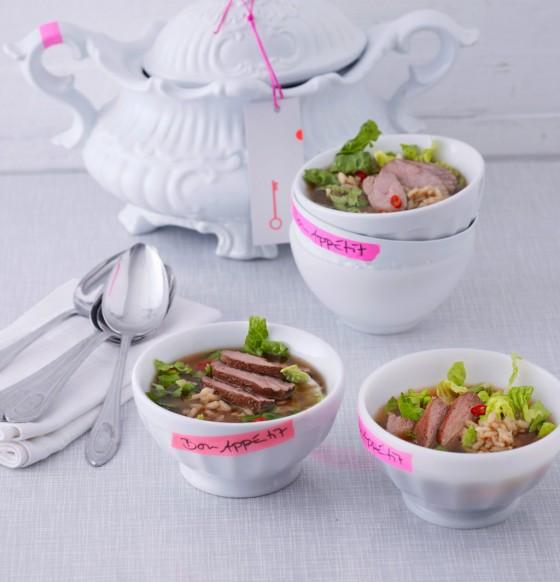 Asiatische Reissuppe mit Entenbrust