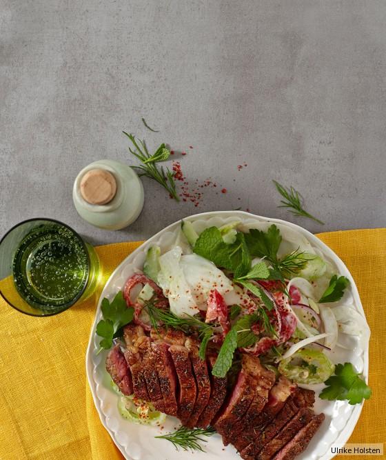 Fenchel-Kräuter-Salat mit Rumpsteaks