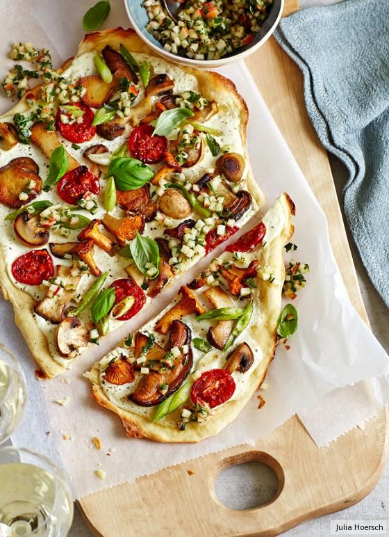 Flammkuchen mit Pilzen und Apfelhäckerle