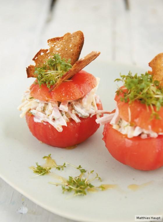 Fleischsalat in der Tomate