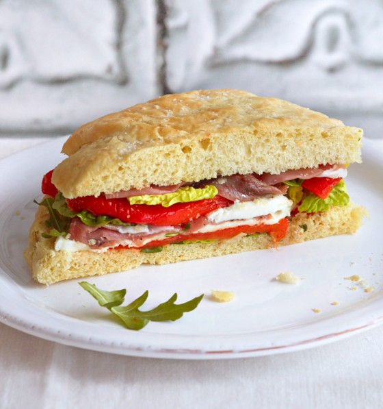 Focaccia mit Paprika und Büffelmozzarella