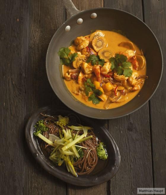 Garnelen-Curry und Nudeln