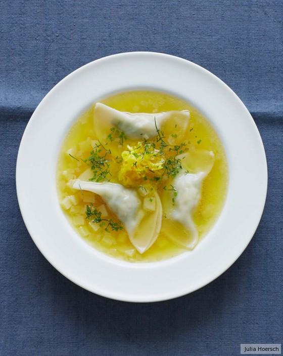Gelbe-Bete-Suppe mit Kartoffel-Wan-Tan