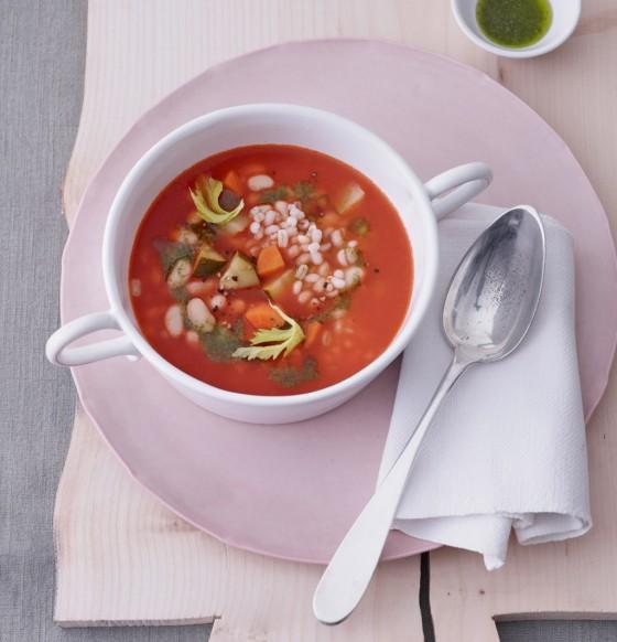 Graupen-Minestrone mit Cannellini-Bohnen und Pesto