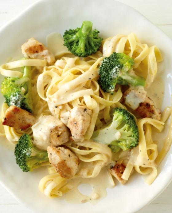 h hnchen pasta mit zitronenrahm rezept essen und trinken. Black Bedroom Furniture Sets. Home Design Ideas