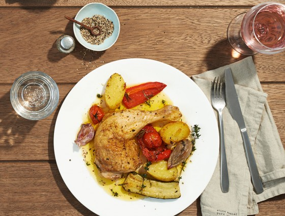 Hähnchenkeule mit Gemüse vom Blech
