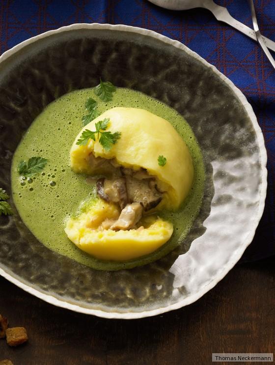 Kartoffel-Steinpilz-Knödel mit Kerbelsuppe