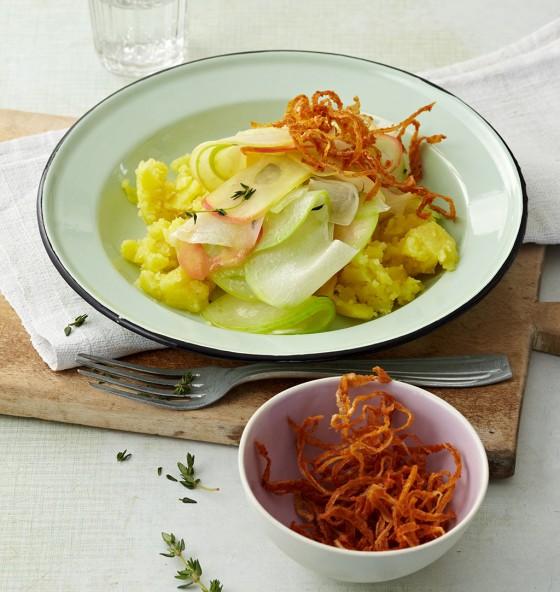 Kohlrabi mit Apfel und Röstzwiebeln