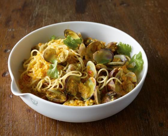 Kokos-Curry-Pasta mit Muscheln