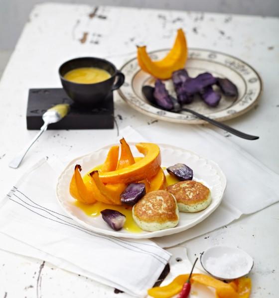 Kürbisspalten mit Zanderbuletten und Orangensauce
