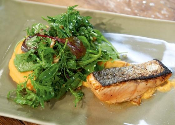 Lachs mit Kräutersalat