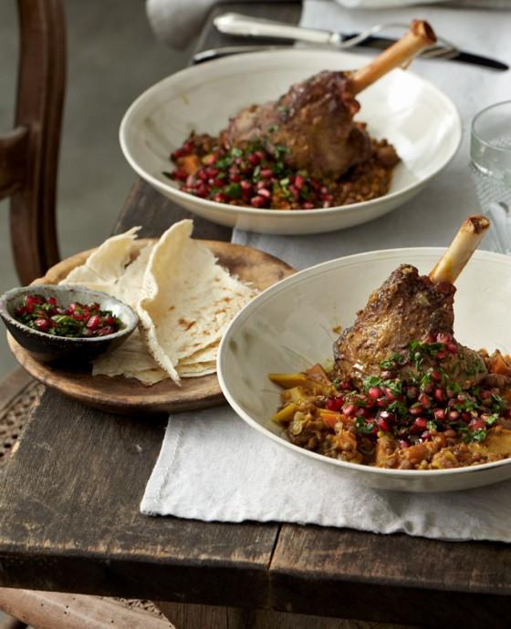 Lammhaxen mit Linsen und Granatapfel-Gremolata