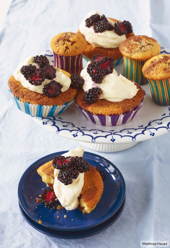 Marmor-Brombeer-Cupcakes