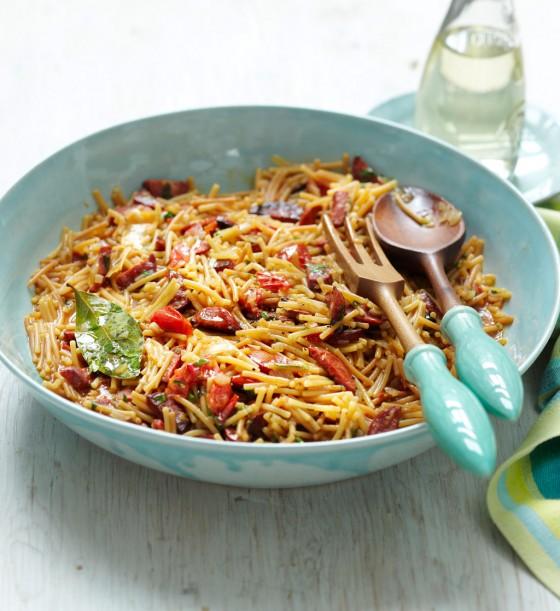 Nudel-Paella mit Chorizo