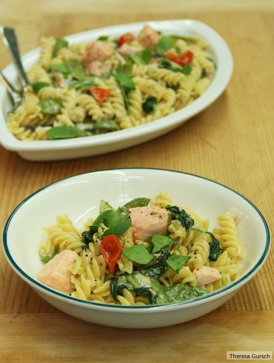 One Pot Pasta mit Gorgonzola und Lachs