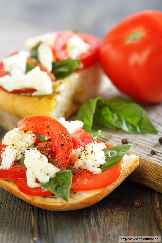 panini mit tomate und rucola rezept essen und trinken. Black Bedroom Furniture Sets. Home Design Ideas