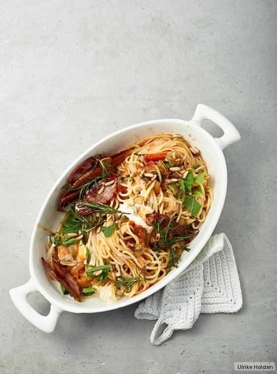 Pasta mit Pancetta, Tomatensugo und Minze
