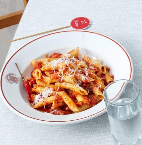 Penne all'arrabbiata mit San-Marzano-Tomaten