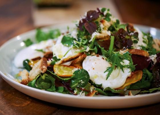 Pochierte Eier mit Rote-Bete-Kresse-Salat