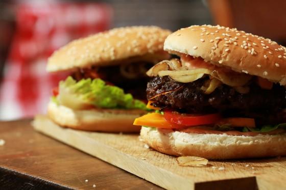 rezept f r exotischer burger rezept essen und trinken. Black Bedroom Furniture Sets. Home Design Ideas