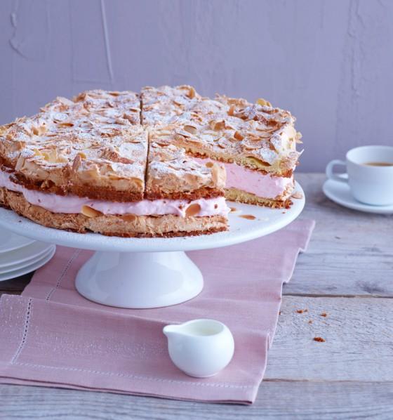 Rhabarbersahne-Torte mit Mandeln