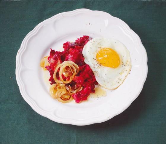 Rote-Bete-Stampf mit Ei