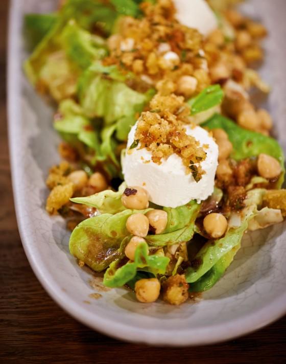 Salat mit Pflaumen-Dressing