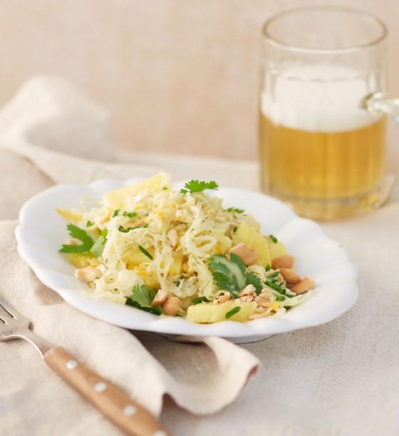 Sauerkrautsalat mit Ananasund Cashewkernen