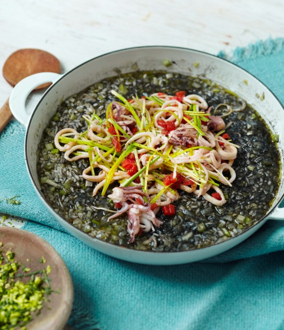 Schwarze Paella mit Calamari