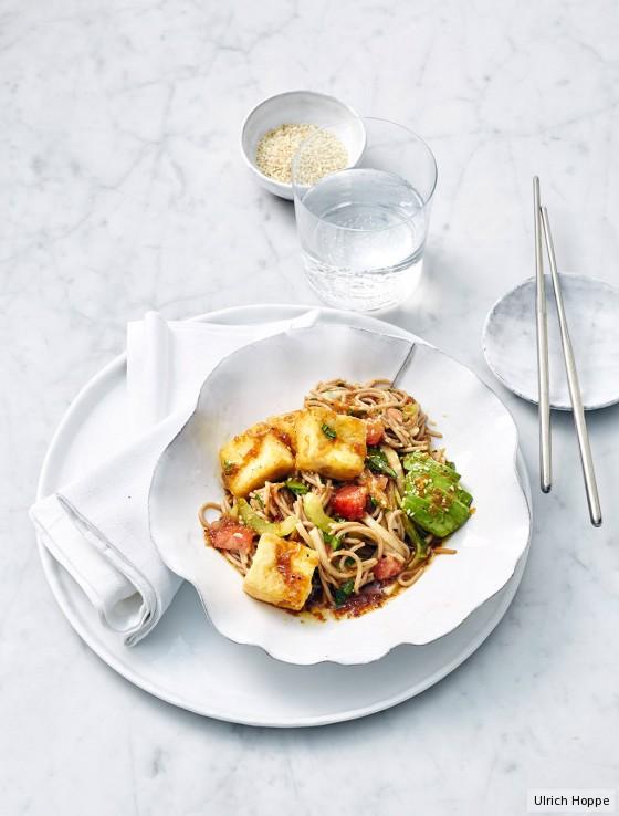 Soba-Nudeln mit frittiertem Tofu