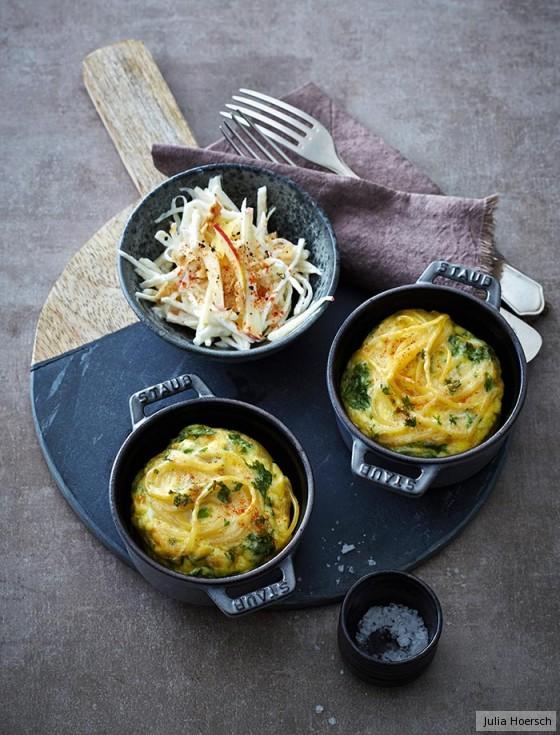 Spaghetti-Küchlein mit Waldorfsalat