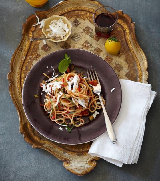 """Spaghetti mit Auberginen und Ricotta (""""alla Norma"""")"""