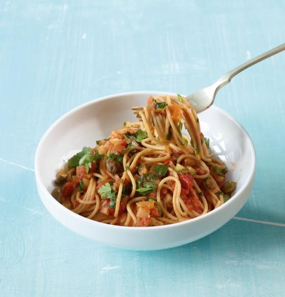 Spaghetti mit Tomaten-Kapern-Sauce