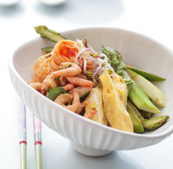 Spargelnudeln mit Shrimps und Rührei