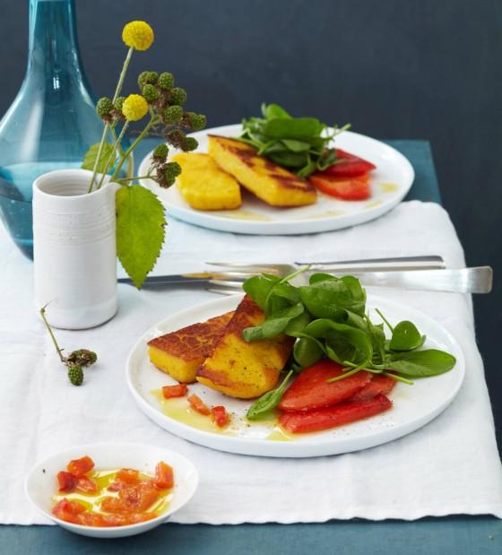 Spinat mit gebratener Gewürz-Polenta und Paprika