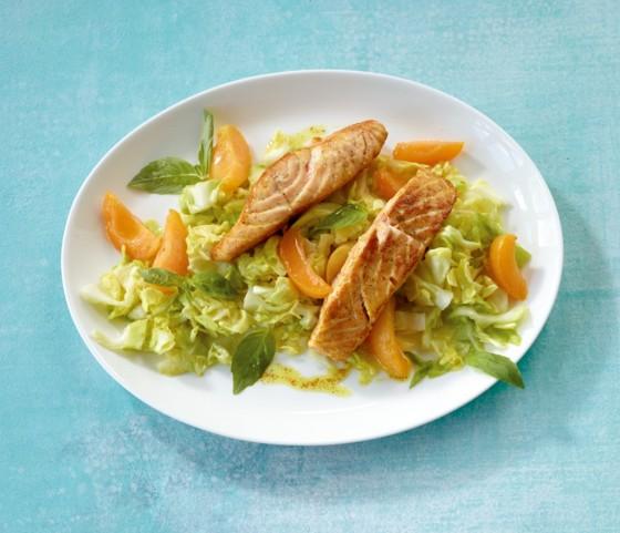 Spitzkohlsalat mit Lachs