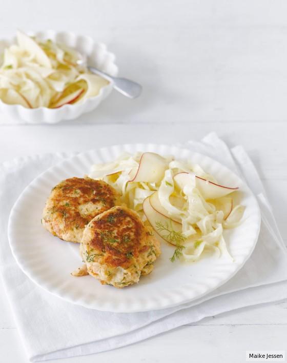 Stremellachs-Frikadellen mit Fenchel-Apfel-Salat