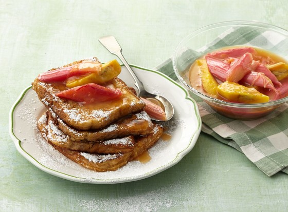 Toast mit Rhabarber-Bananen-Kompott