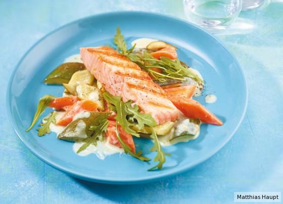 Zucchini-Möhren-Gemüse mit Lachs